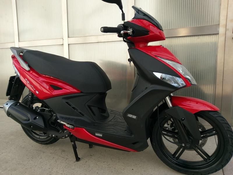 moto nuova scooter nuovo 125 200 600 750 900 1000 prezzi migliori marche. Black Bedroom Furniture Sets. Home Design Ideas